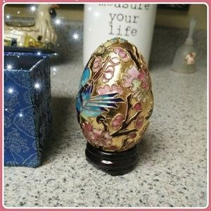 Beautiful golden egg detailed with blue jays
